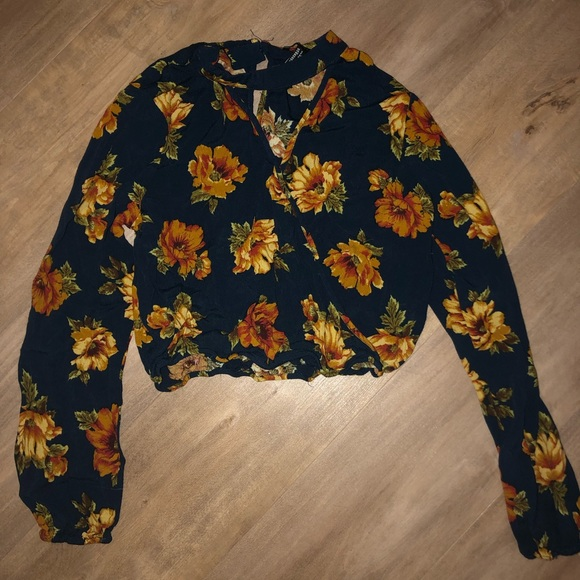 Forever 21 Tops - Women's Cropped Blouse